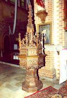 Kath. Kirche - Taufstein Sicht Chorraum